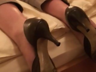 Sleepy Foot Fetish & Sleeping Girl (Shoe and Bare Feet) 101