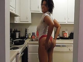 SEXY KITTEN THICK BOOTY IN THE KITCHEN