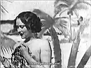 Beautiful Girl gets Fucked at the Beach (1930s Vintage)