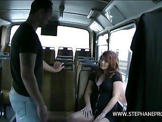 dixie Valens se fait baiser comme une chienne dans un bus