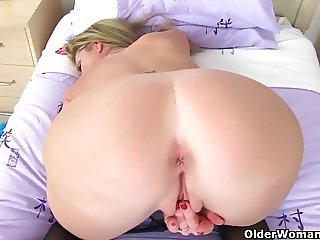 British milfs Scarlet and Holly need to get off in tights
