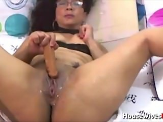 Addicted latina erotic cougar Sarah squirting