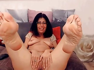 Mature Latina feet