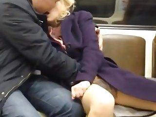Livree a son amant ds le metro