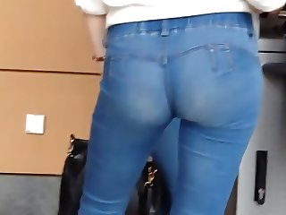 candid very sexy ass in jeans