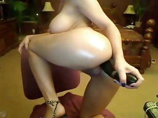 Amateur Horny asian mom creams on her dildo
