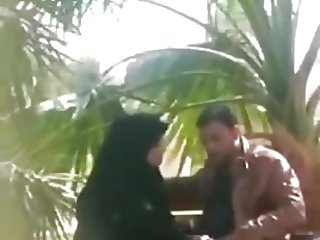 caught hijabi women giving blowjob in public park