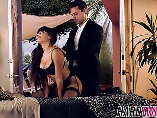 Brunette bombshell Mercedes Carrera fucking a lucky stud
