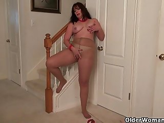 Well rounded milfs Jewels and Lauren masturbate in pantyhose