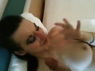 Young bitch doesn't like the cum facial in the cheap motel
