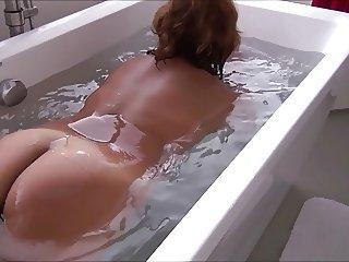 lLYNN TAKING A BATH TUB