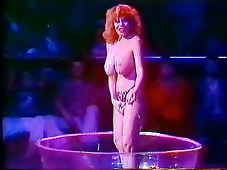 Kitten Natividad Striptease