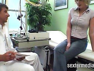Doktor fickt die Patientin durch