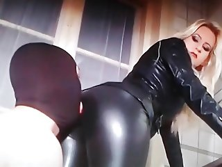 LEATHER LICK IN KITCHEN