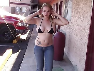 SEX GODDESS FLASH HOTEL ASS ULTRA LOW JEANS LOTS PEOPLE
