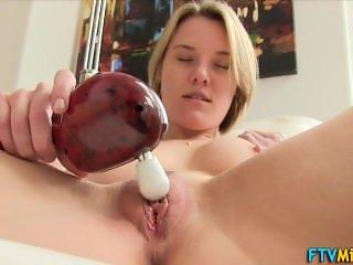 Milf masturbates her shaved pussy - THEXXXMODELS.COM