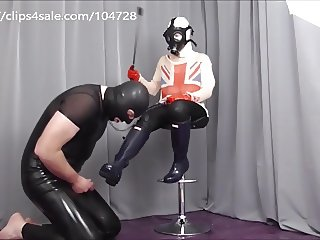 Blue Hunter rubber wellies creamed with slave milk