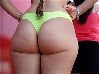 Brasileira gostosa de bikini na praia 1
