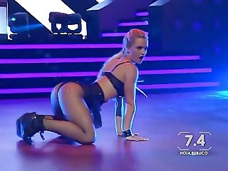 Kika Silva hot dancing