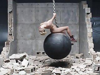 miley  cyrus  wrecking bol porn