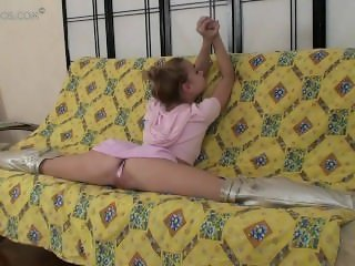 flexible girl Valentina (23-HD.wmv)