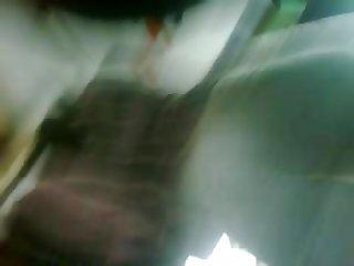 Rico trasero en el bus