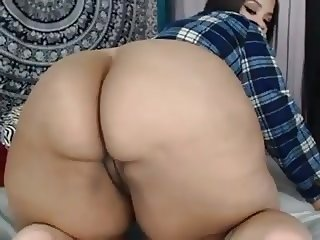 Big bbw ass plays on can