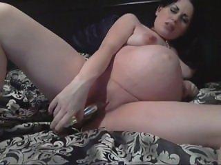 pregnant brunette masturbates with a vibrator cassianobr omegle