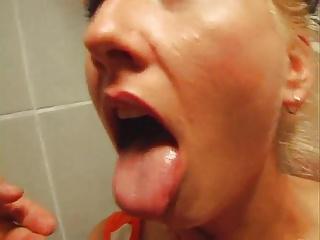 Russian amateurs fucking in toilet