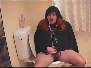 Huge squirt from tranny