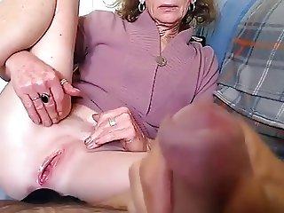 Nonna rasata si masturba