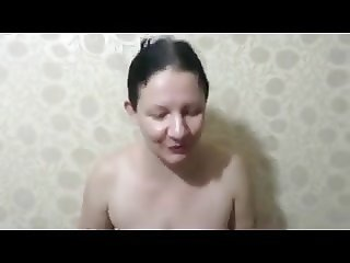 Saggy Mature gets pissed on