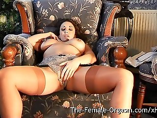 Sultry MILF Masturbates to Trickle Squirt Orgasm