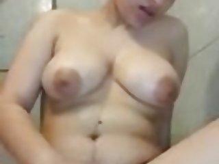 Arab masturbation :  taking shower
