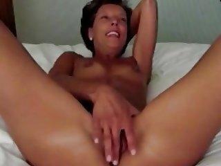 MILF fingering her cunt.