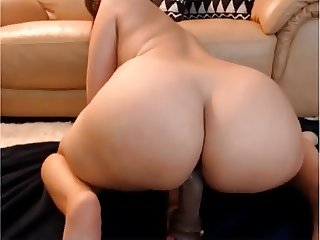Hot Latina masturbates on webcam