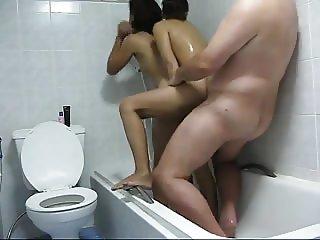 con dos tailandesas