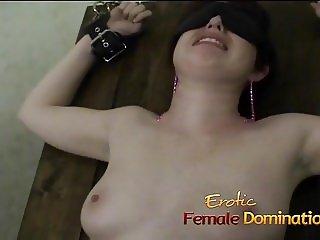 Kinky brunette babe has her orgasmic pussy pleasured by