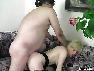 Sexy mature gets fucked in stockings