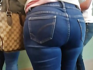 Thicke mature latina in jeans