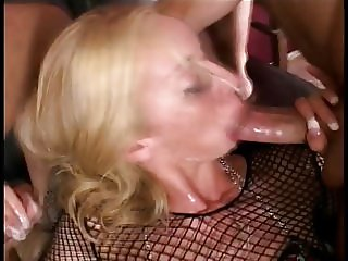 Blonde chick in DP action