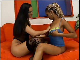 Teen lesbos licking pussies