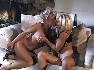 Horny lesbian hotties in action