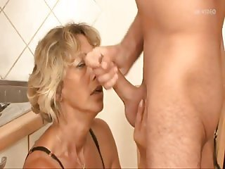 MILF gets a good rogering in the kitchen