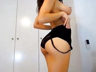 Sexy Girl with big Lips Dance