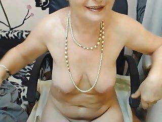 Love the pearls and her delicious pussy lips