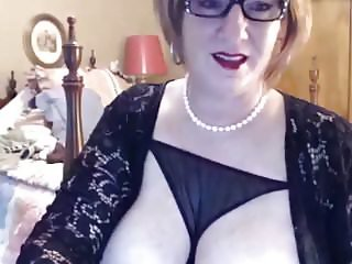 Mature with big boobs en clit on webcam