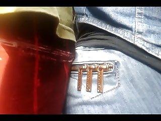 Encoxando moreninha de jeans