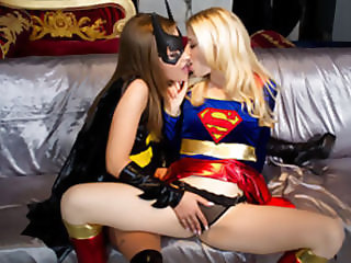 Batgirl V Supergirl VR
