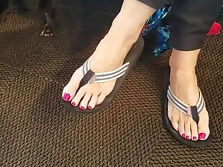 Mature friend again!! Want her toes in my mouth!!!